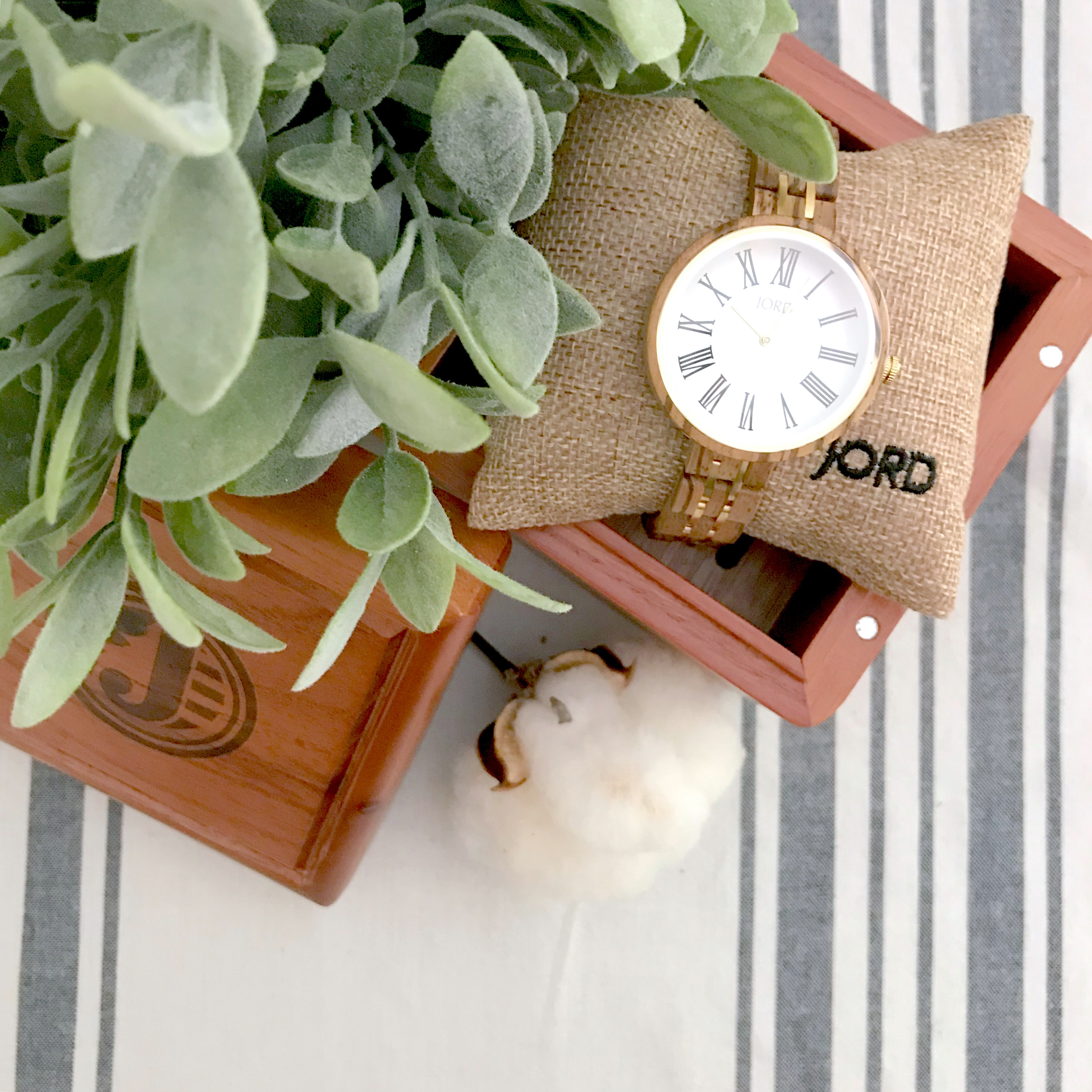 My Must-Have Accessory (How to Style Your Wooden Watch!)
